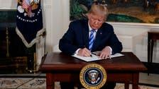 """شاهد ترمب يوقع قرار الانسحاب من """"الاتفاق الكارثي"""""""