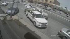 بالفيديو.. شاب سعودي ينجو بأعجوبة من حادث دهس