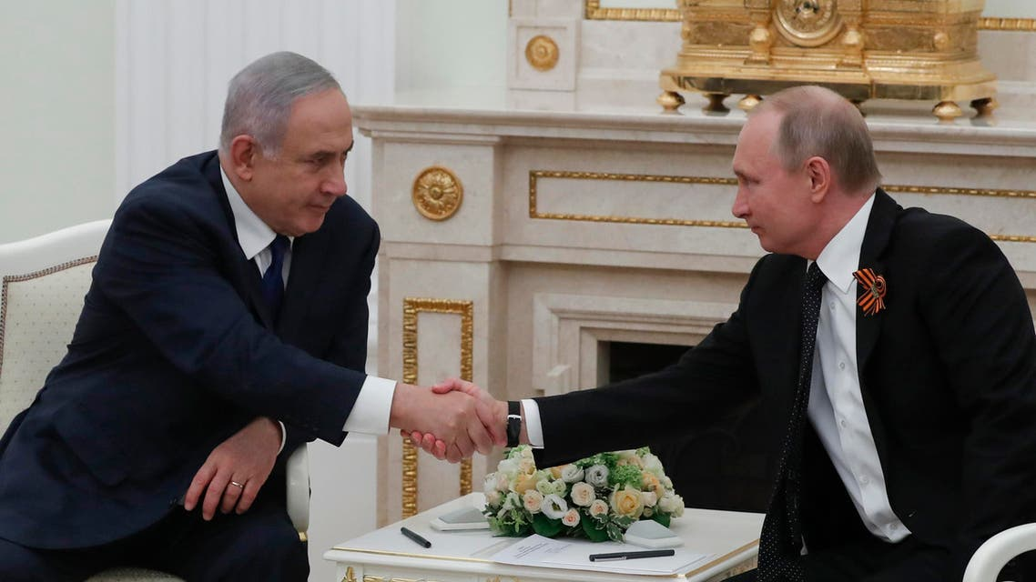 Russian President Vladimir Putin (R) meets with Israeli Prime Minister Benjamin Netanyahu at the Kremlin in Moscow on May 9, 2018. (AFP)