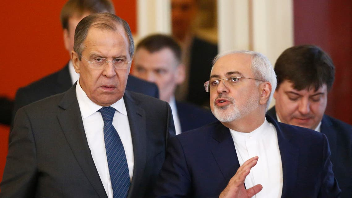 Russian Foreign Minister Sergei Lavrov (L) and Iranian Foreign Minister Mohammad Javad Zarif arrive for a joint press conference with Russian and Iranian presidents at the Kremlin in Moscow on March 28, 2017. SERGEI KARPUKHIN / POOL / AFP
