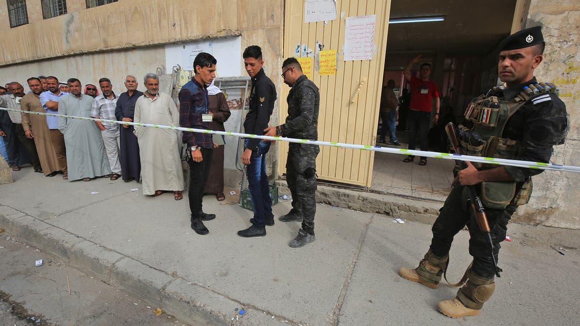 من أمام مركز انتخابي في الموصل