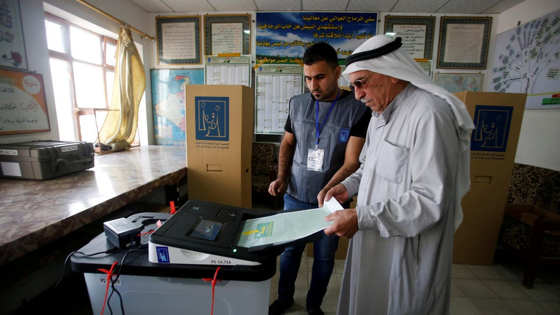 An Iraqi man casts his vote at a polling station during the parliamentary election in Mosul, Iraq May 12, 2018. REUTERS/Khalid al-Mousily