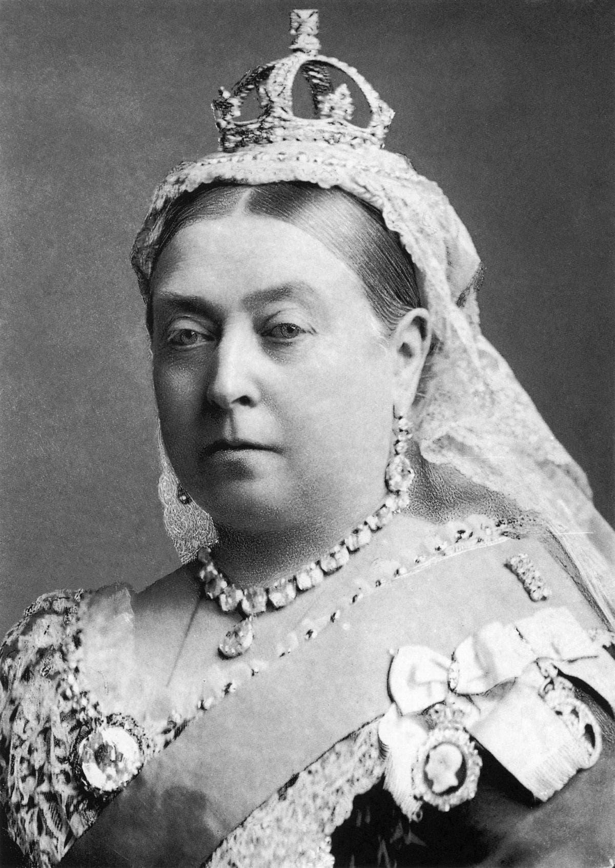 صورة للملكة فيكتوريا التي استخدمت مخدر الكلوروفورم خلال عملية ولادة ابنها الثامن