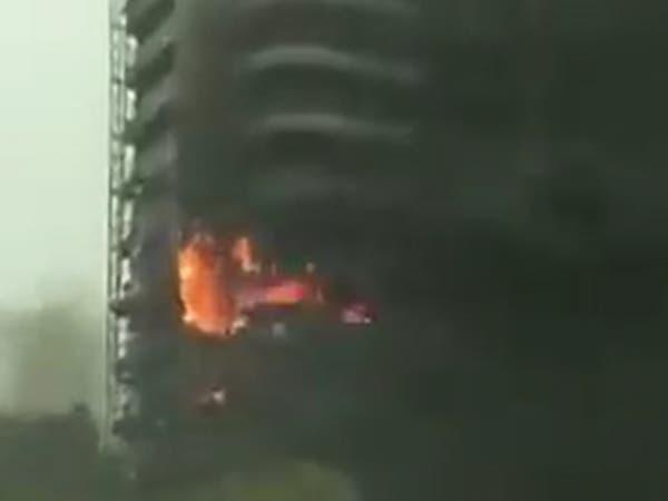 """شاهد.. حريق ضخم في برج """"زن تاور"""" في دبي مارينا"""