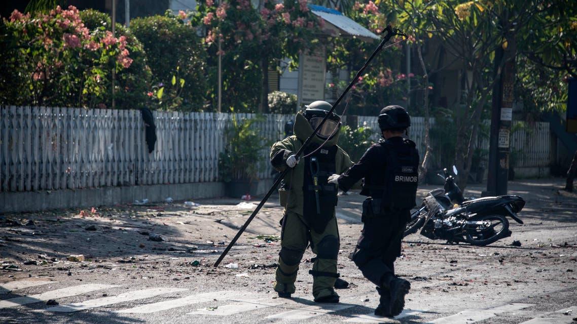 خارج كنيسة تعرضت لهجوم انتحاري في إندونيسيا