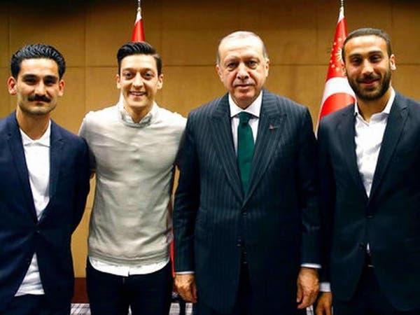 بيرهوف: كان يجب إبعاد أوزيل عن المنتخب بعد صورة أردوغان