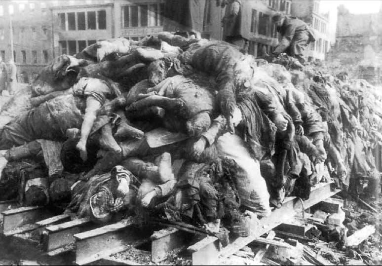 جثث لعدد من ضحايا قصف مدينة هامبورغ