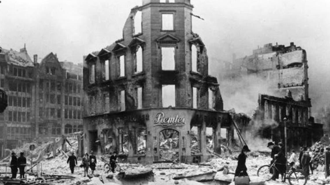 جانب من الخراب الذي لحق بمدينة هامبورغ الألمانية عقب القصف