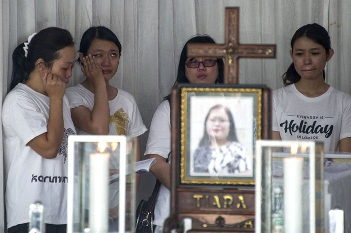 Grieving family members pay their last respects to Martha Djumani, one of the victims killed during the May 13 Pantekosta church attack, ahead of her funeral in Surabaya on May 14, 2018. (AFP)