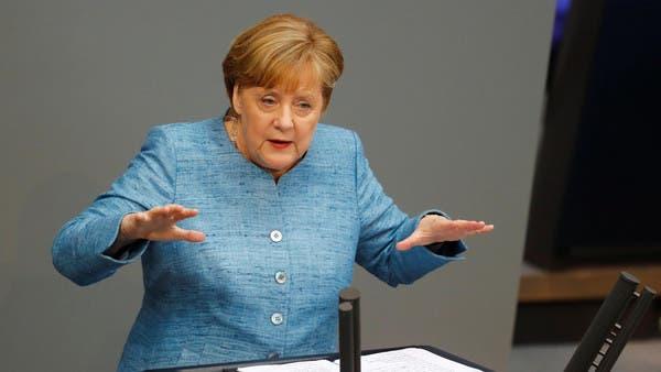 ميركل تتحدث لنواب في المجلس الأدنى من البرلمان الألماني في برلين
