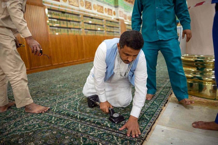 Carpet refurbished in Prophet's mosque Madina. (Saudi Press Agency)