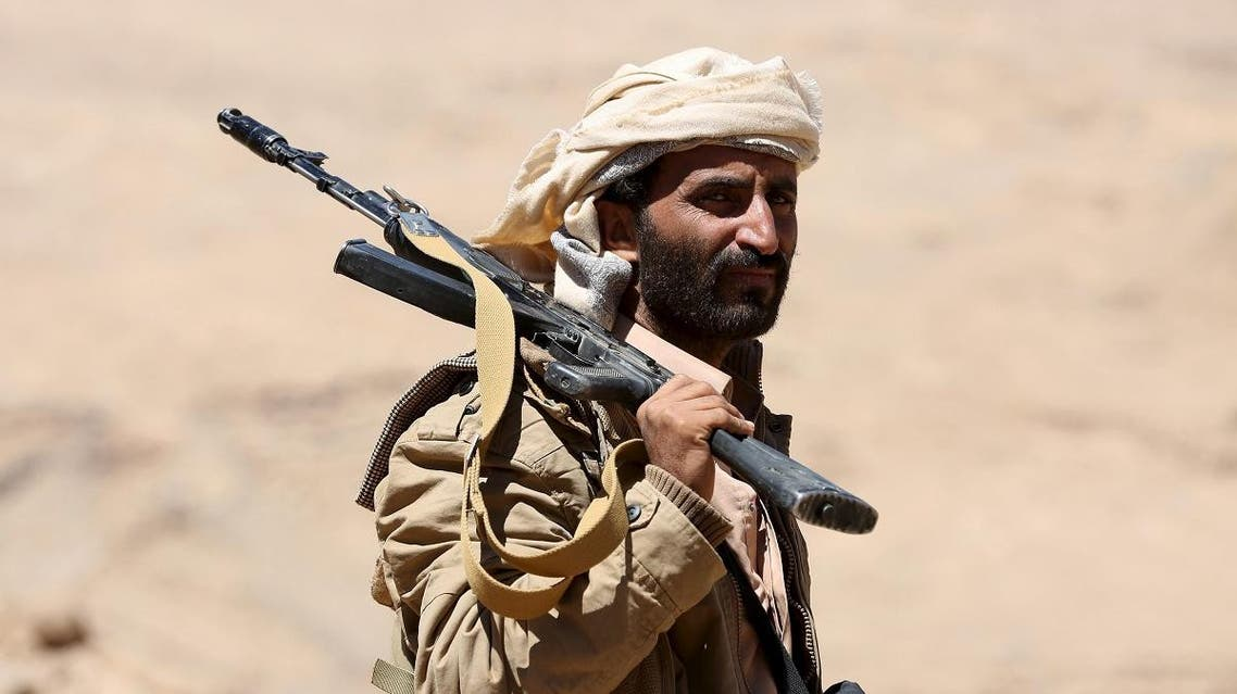 A pro-government government tribal fighter carries his weapon as he walks in Fardhat Nahm area. (File photo: Reuters)