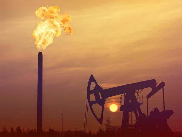 أسعار النفط تميل للتراجع بعد اضطرابها لمخاوف الإمدادات