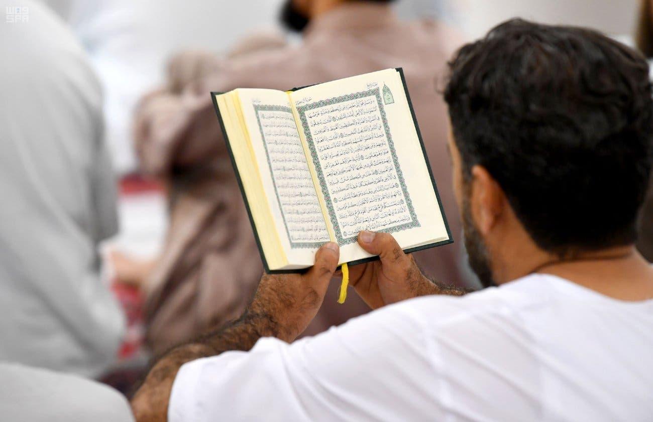 RAMADAN IN PICTURES: Worshippers read the Quran in Medina's Prophet's Mosque
