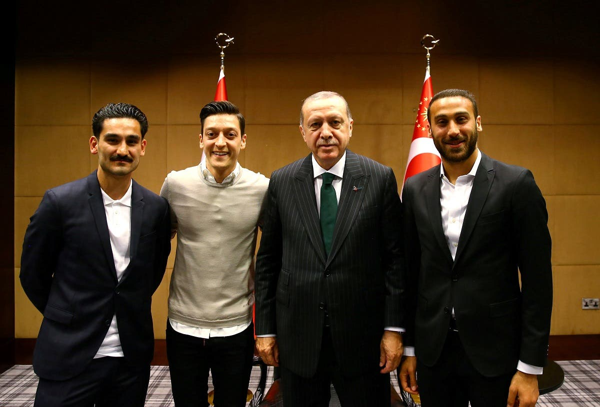 Turkish President Erdogan meets with Premier League soccer players Gundogan of Manchester City, Ozil of Arsenal and Tosun of Everton in London. (Reuters)