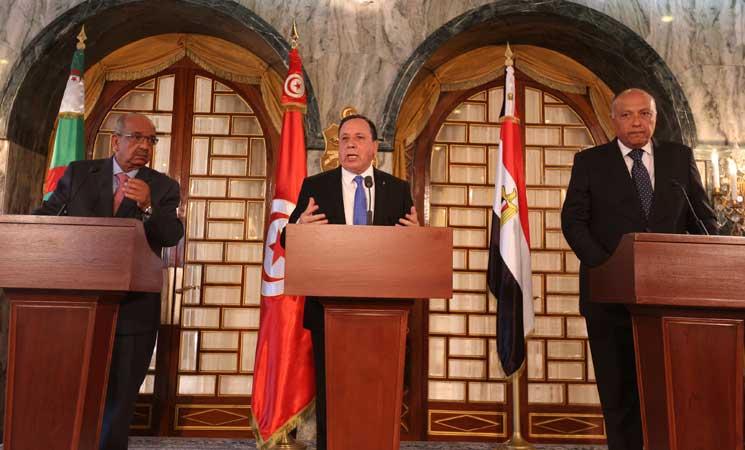 وزير خارجية مصر سامح شكري، ونظيره التونسي خميس الجهيناوي، إلى جانب الجزائري عبد القادر مساهل