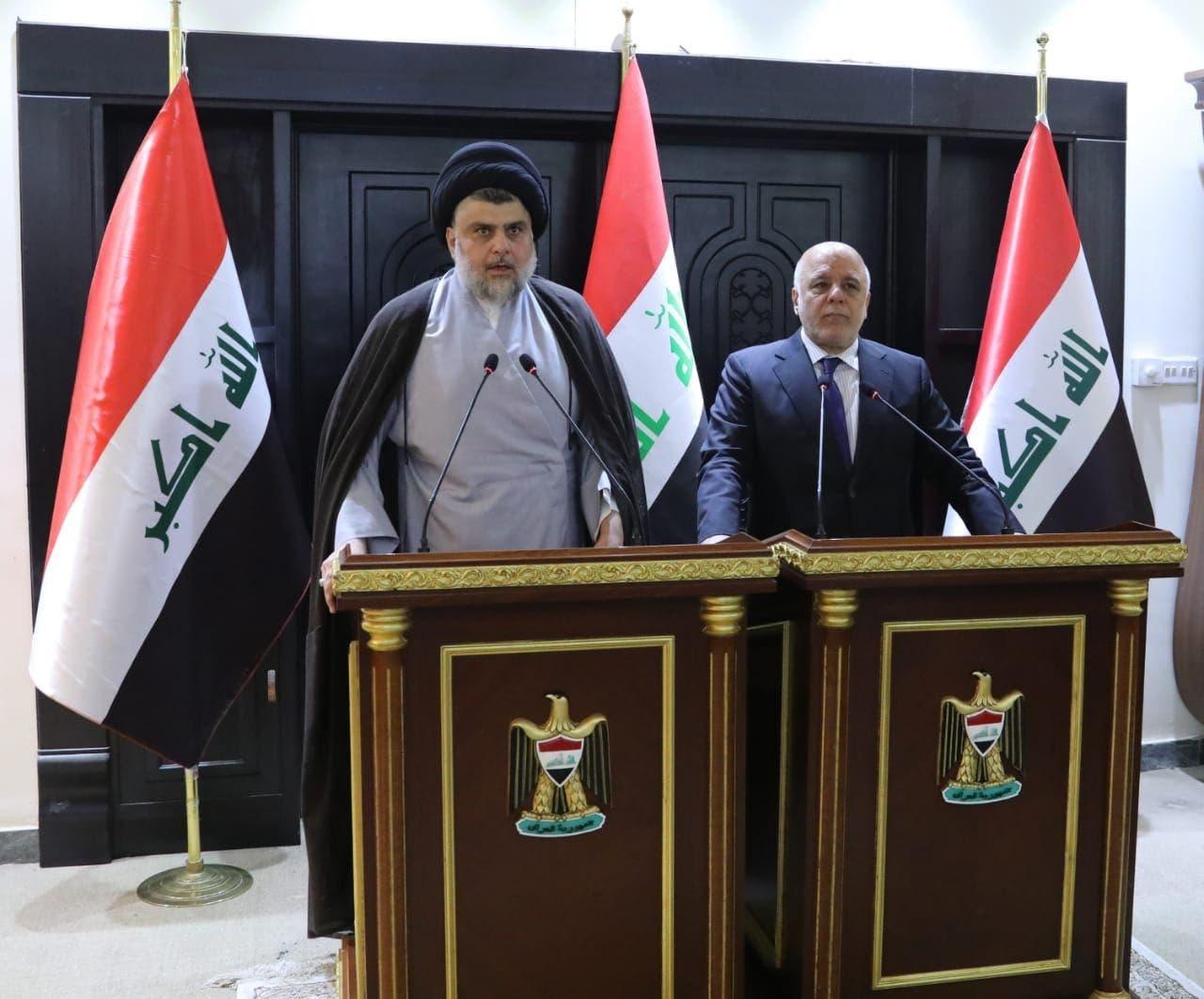 حیدر العبادی نخستوزیر عراق و رهبر ائتلاف النصر در کنار مقتدی صدر