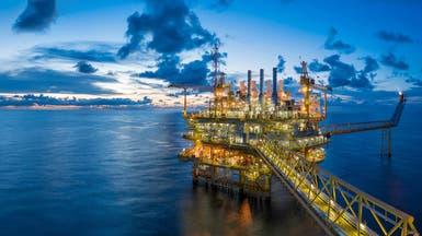 النفط يتراجع وسط توقعات بارتفاع الإمدادات العالمية