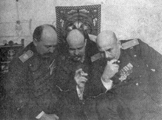 صورة لدراغوتين ديميترييفيتش رفقة عدد من زملائه في منظمة اليد السوداء