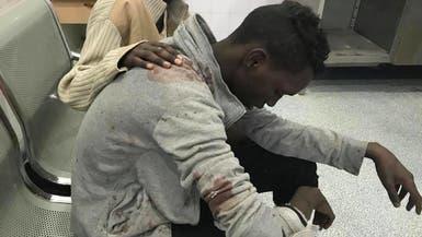 بالصور.. مهرب يصب ناره بأجساد مهاجرين فروا من معتقله