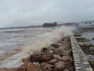 شاهد إعصاراً يجتاح سقطرى.. غرق سفن وعشرات المفقودين