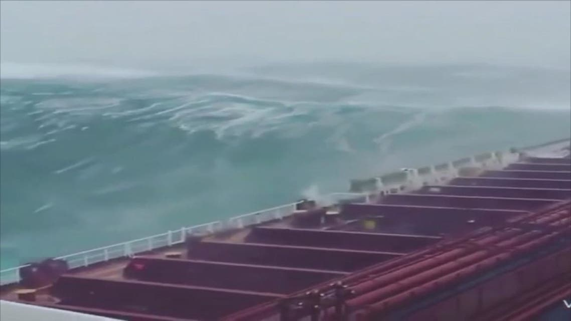 قوة إعصار ميكونو على سواحل عمان واليمن يتسبب في فقدان 17