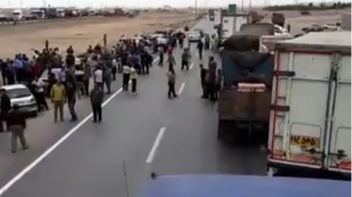 من إضراب سائقي الشاحنات بإيران