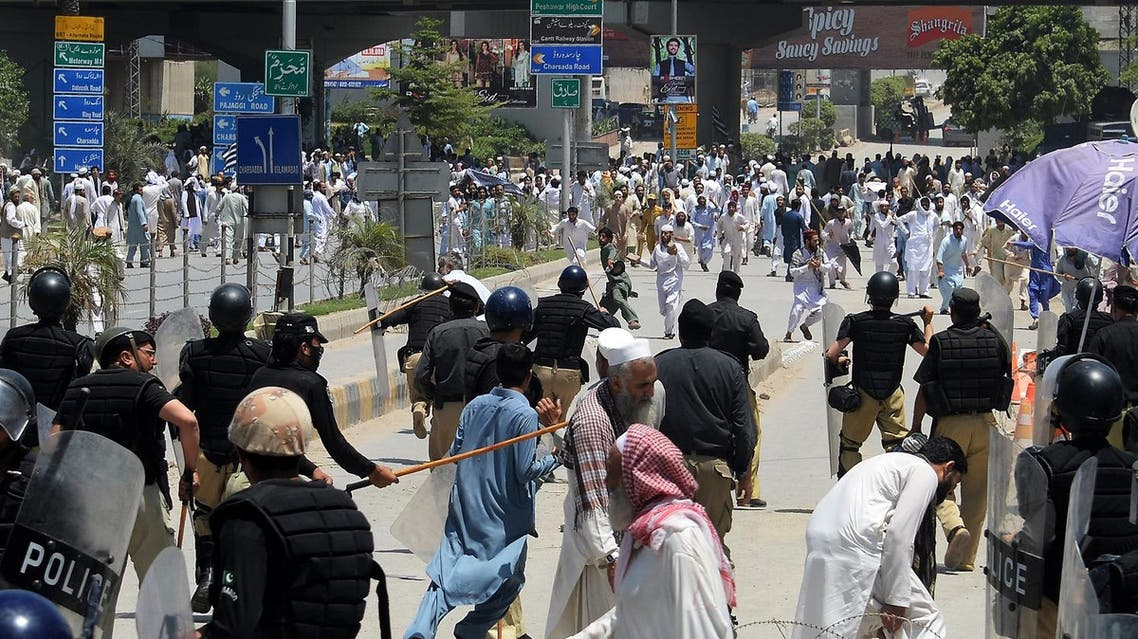Activists of the Jamiat Ulema-e-Islam-Fazl (JUI-F) party clash with police during a protest against the amendment bill on semi-autonomous Federally Administered Tribal Areas (FATA) in front of province assembly, in Peshawar on May 27, 2018. (AFP)