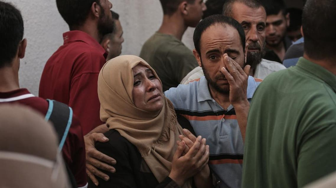 """Palestinian relatives of Mohammed al-Radeia, 30, mourn during to his funeral in Beit Lahia in the northern Gaza Strip on May 28, 2018. The Palestinian mna was killed by Israeli tank fire into northern Gaza today, the health ministry in the Hamas-run enclave said. An Israeli army spokeswoman told AFP that two Palestinian men tried to breach the border fence """"with the intention of carrying out an attack""""."""