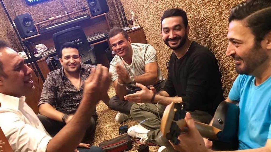 جلسة التحضير لألبوم عمرو دياب