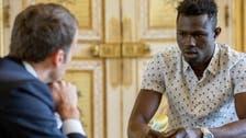 هكذا كافأ الرئيس الفرنسي المهاجر الإفريقي منقذ الطفل