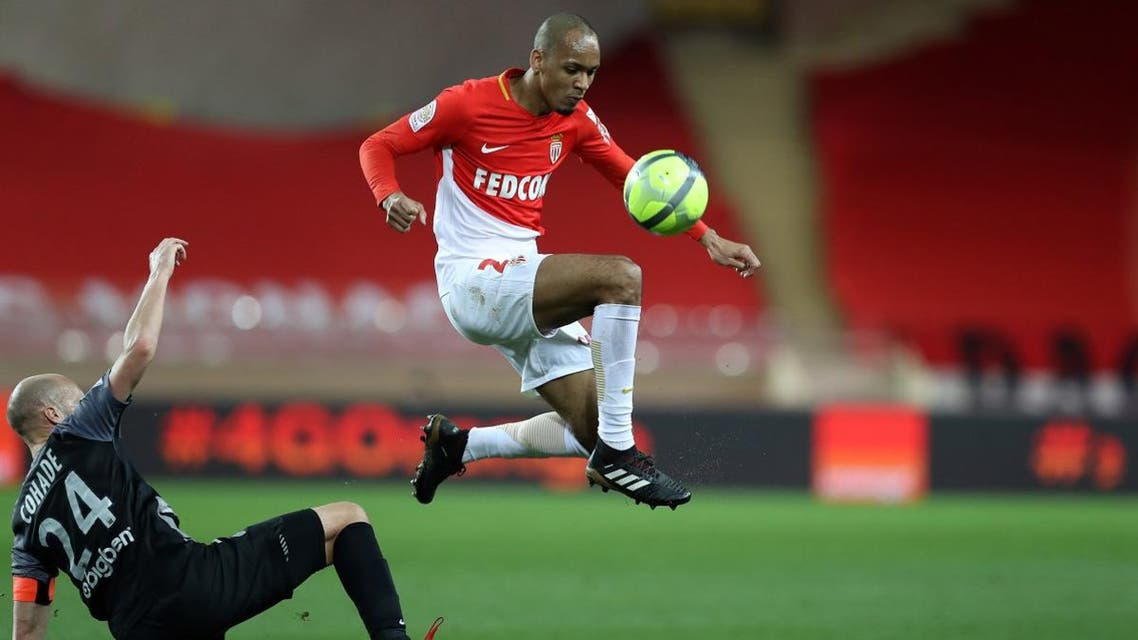 Monaco's Brazilian defender Fabinho (R) vies with Metz' French midfielder Renaud Cohade during the French L1 football match Monaco versus Metz on January 21, 2018 at the Louis II Stadium in Monaco.