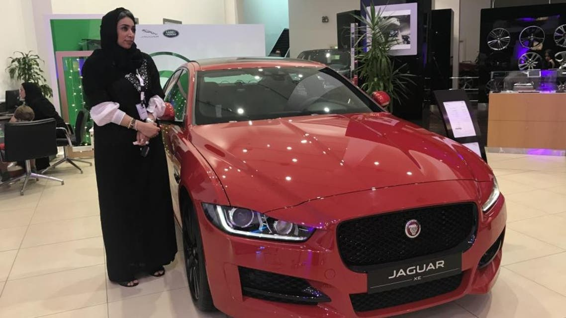 Several car companies have employed female staff in their sales teams to attract female customers. (SG)