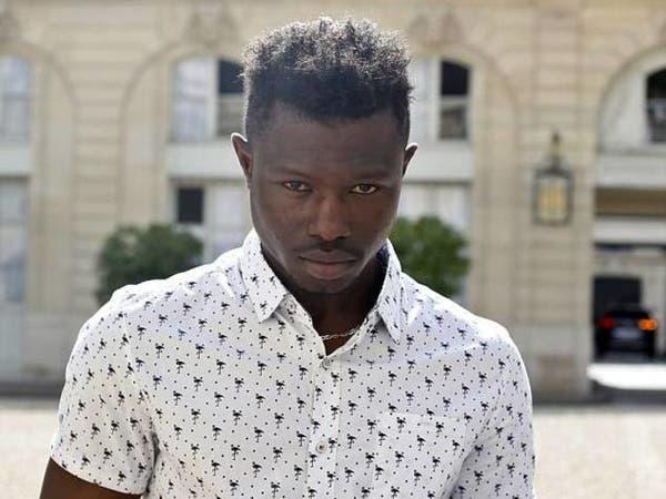 والد الطفل الذي أنقذه المهاجر الإفريقي يواجه السجن