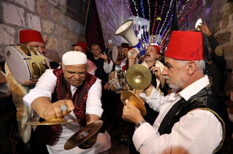 نوازندگان فلسطینی هنگام اعلام لحظه افطار