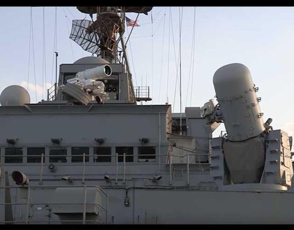 الصياد الصامت على ظهر سفينة حربية