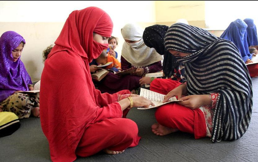 قرآن خوانی دختران افغان در ماه رمضان