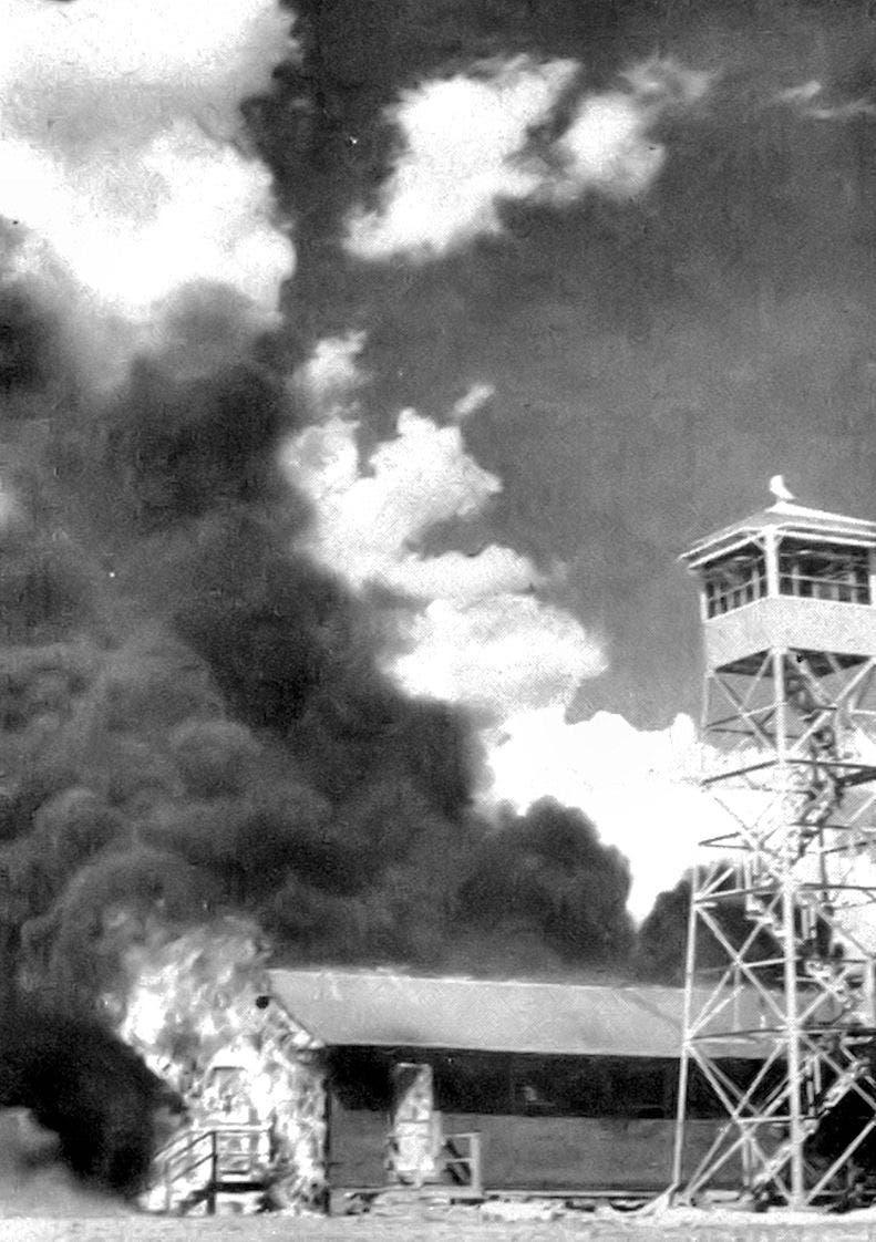 صورة لحريق هائل لحق بأحد المراكز الأميركية عقب تجربة الخفافيش الانتحارية