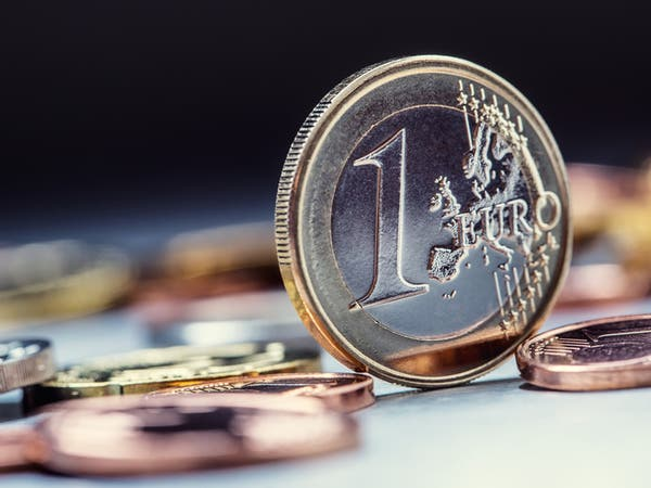 اليورو يتجه صوب الحد الأدنى لنطاقه هذا العام