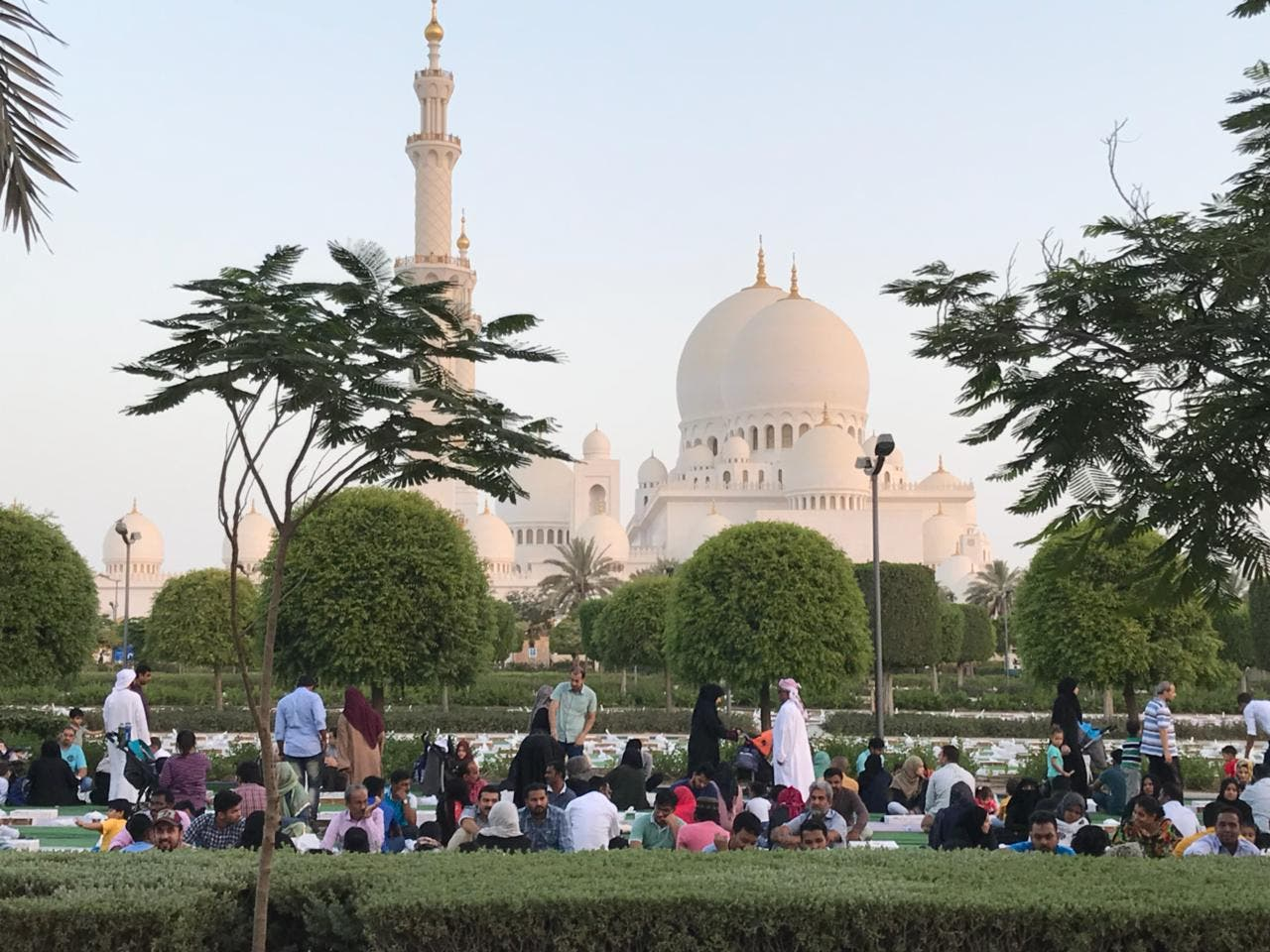 Families gather at the Sheikh Zayed mosque to break their fast. (Supplied)