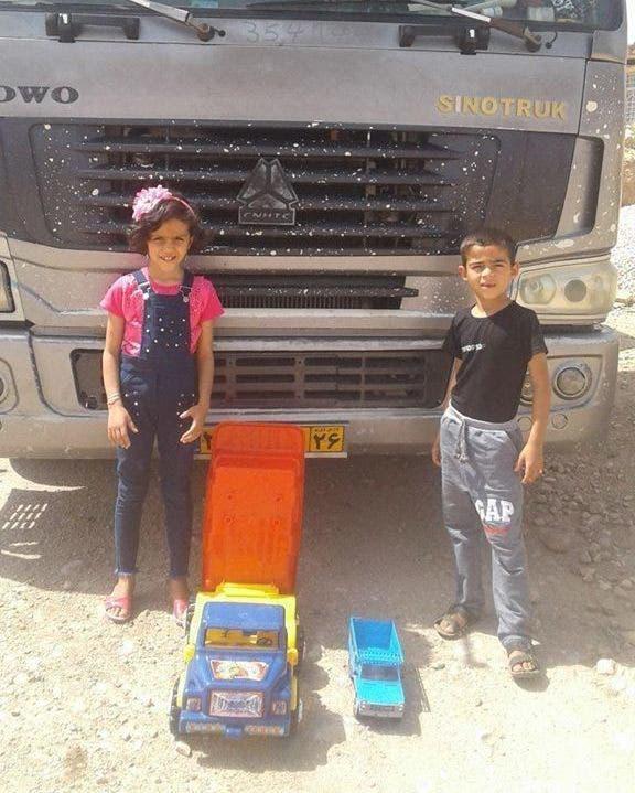 أطفال يتضامنون مع الإضراب
