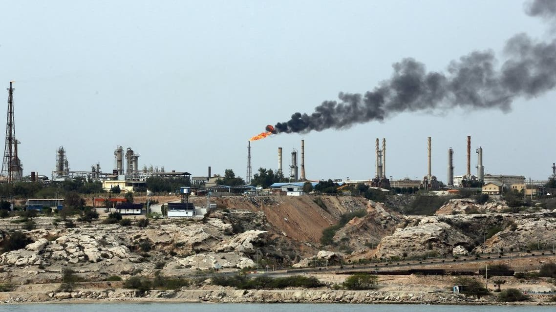 منشأة نفطية ايرانية في جزيرة خرج ( خارك) في الخليج العربي