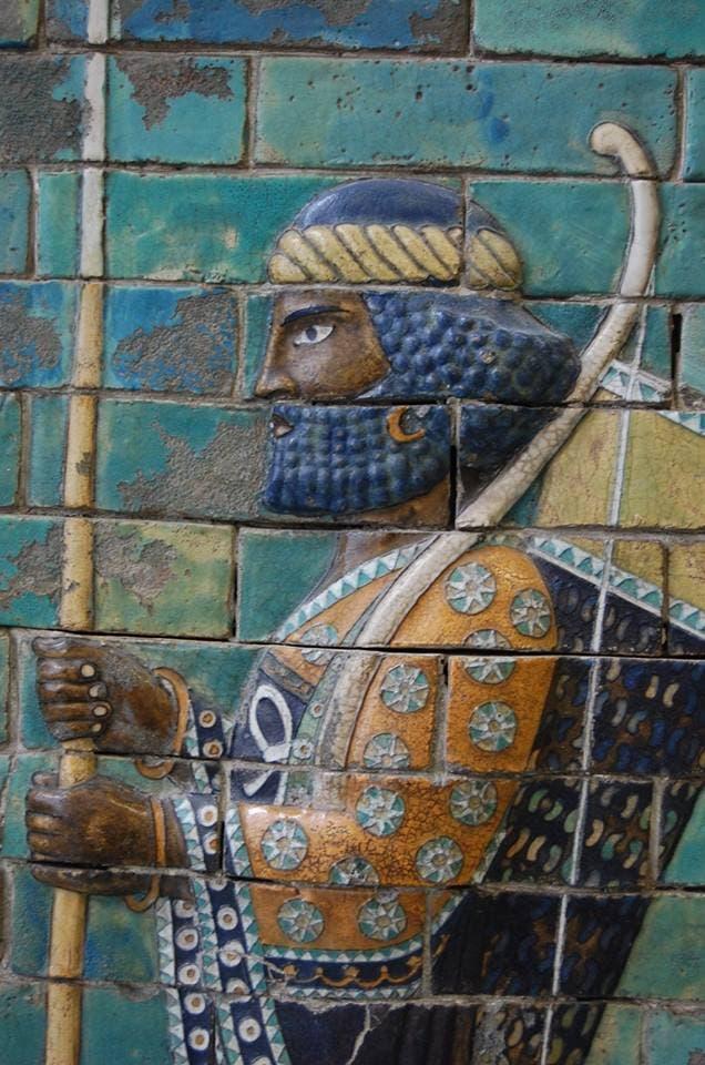 نقش يجسد أحد الجنود الفرس