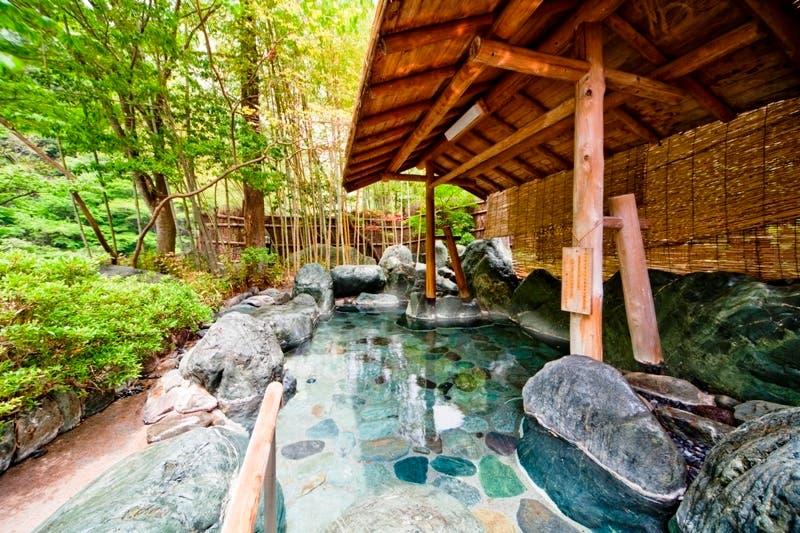صورة من داخل نزل نيشياما أونسن كيونكان والذي يصنف كأقدم نزل ناشط في العالم