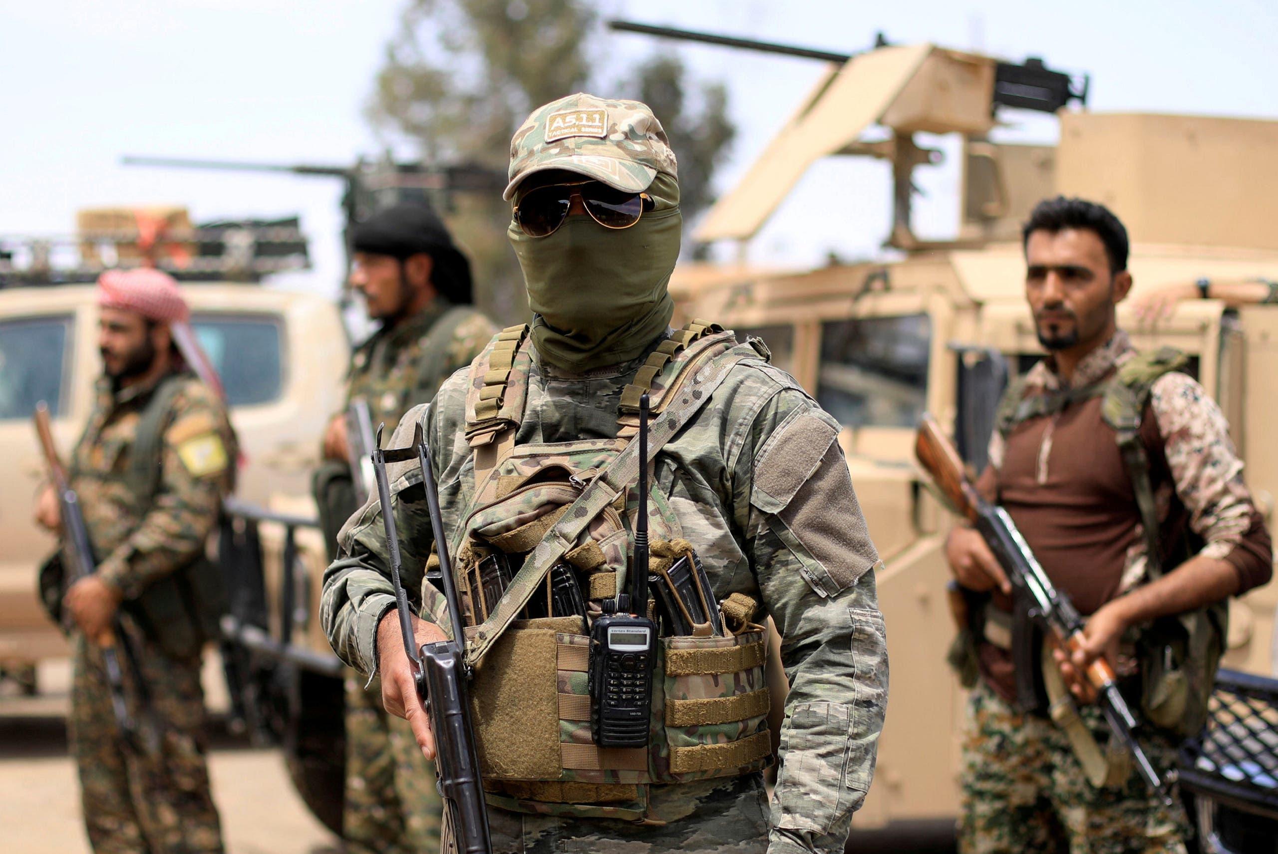 عناصر من قوات سوريا الديمقراطية في دير الزور