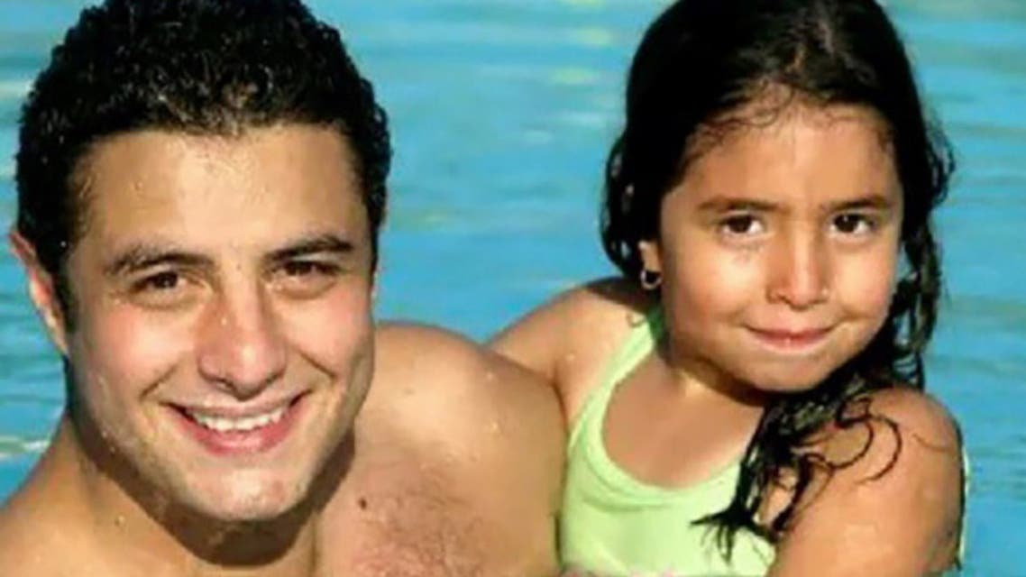 الفيشاوي وابنته عندما كانت طفلة