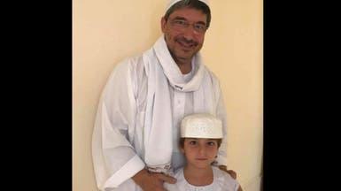 شاهد سفير إيطاليا بالخرطوم وابنه بالزي الشعبي السوداني