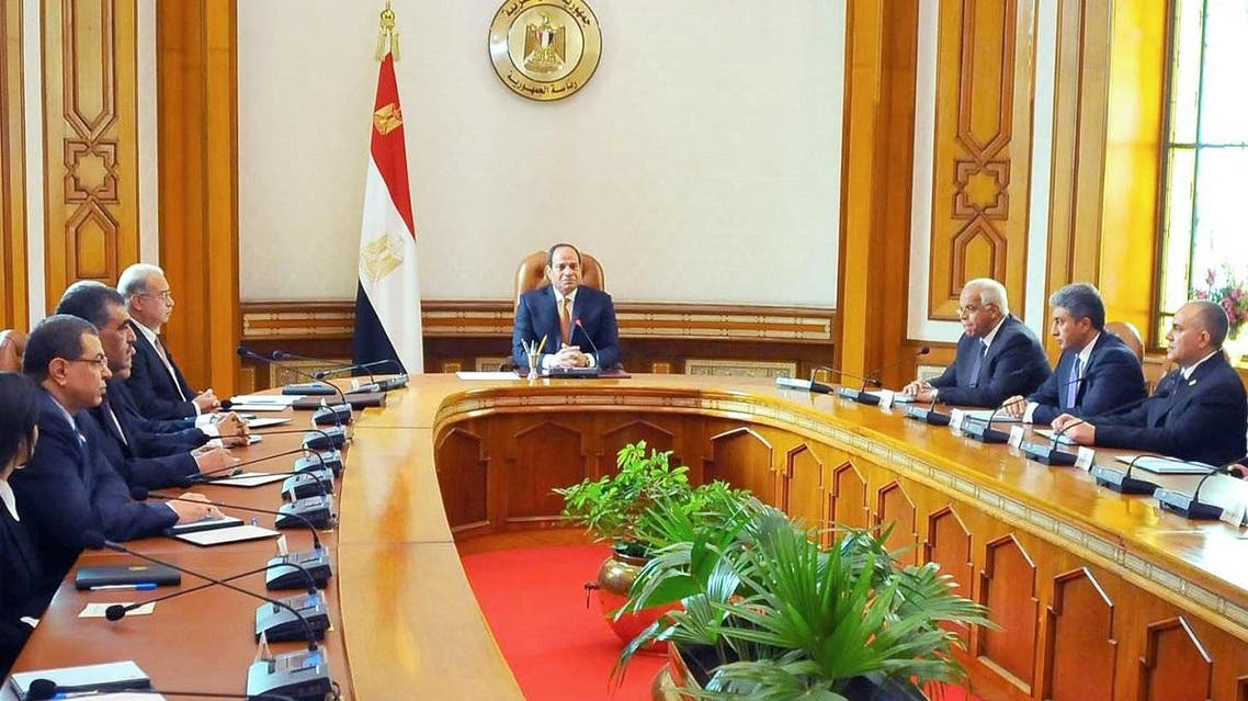 A handout picture released by the Egyptian Presidency on March 23, 2016 shows Egyptian President Abdel Fattah al-Sisi (C) during a meeting with members of the newly appointed cabinet. (File photo: AFP)
