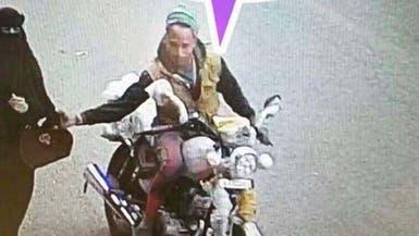شاهد لحظة القبض على سارق حقيبة المرأة في صنعاء
