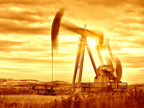 النفط يرتفع والنزاعات التجارية تكبح المكاسب